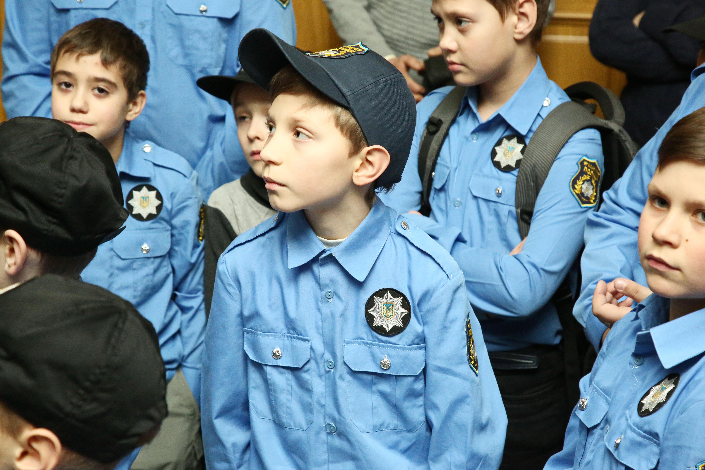 Юным кадетам полиции рассказали про захват здания Харьковской ОГА в 2014 году (ФОТО)