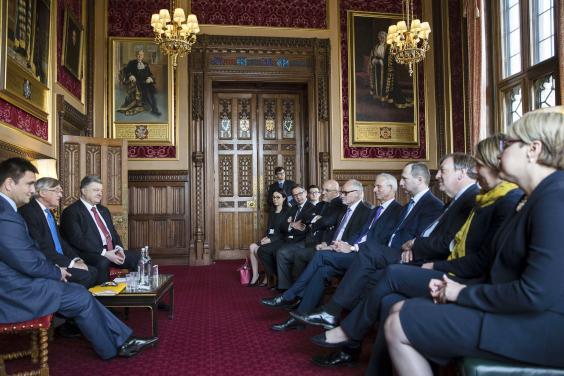 Президент провел встречу с британскими парламентариями
