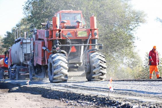 Продолжаются ремонтные работы на дороге Харьков - Богодухов - Ахтырка