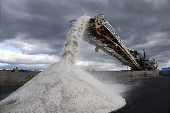 Для посыпки дорог области зимой облавтодор заготовит 226 вагонов соли