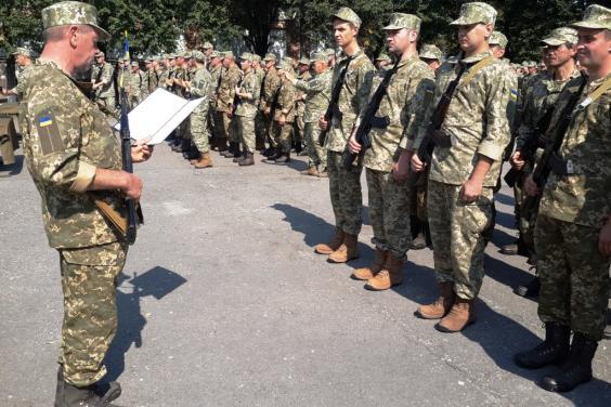 На Харьковщине 300 бойцов теробороны приняли военную присягу