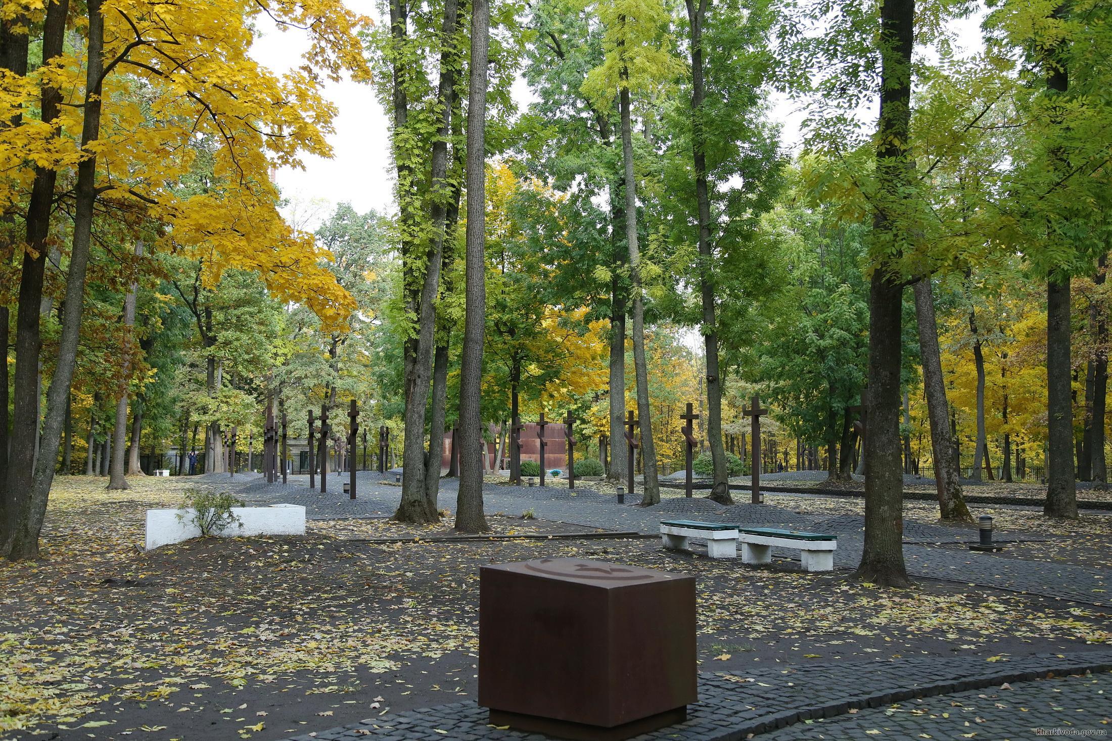 Светличная и Маршал Сената Республики Польша возложили цветы к мемориалу жертвам тоталитаризма (ФОТО)