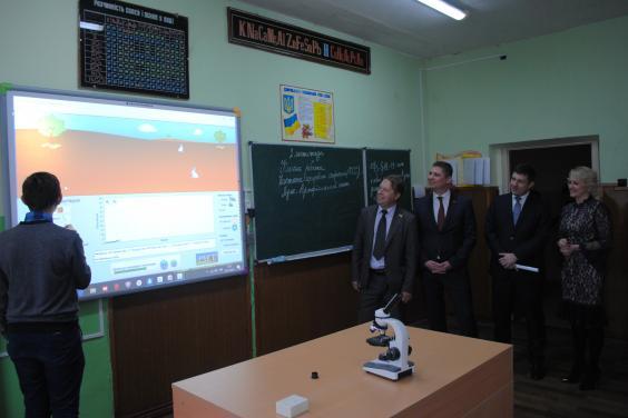 В опорной школе Первомайского района установили современное учебное оборудование
