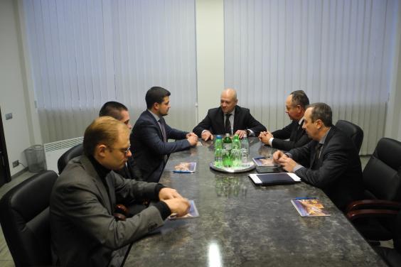 Марк Беккер провел рабочее совещание с представителями ведущих предприятий отрасли авиастроения области
