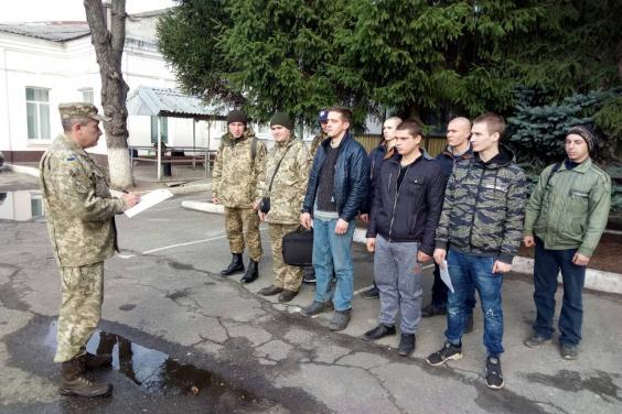 На Харьковщине в армию призваны из запаса более 40 человек - выпускников кафедр военной подготовки