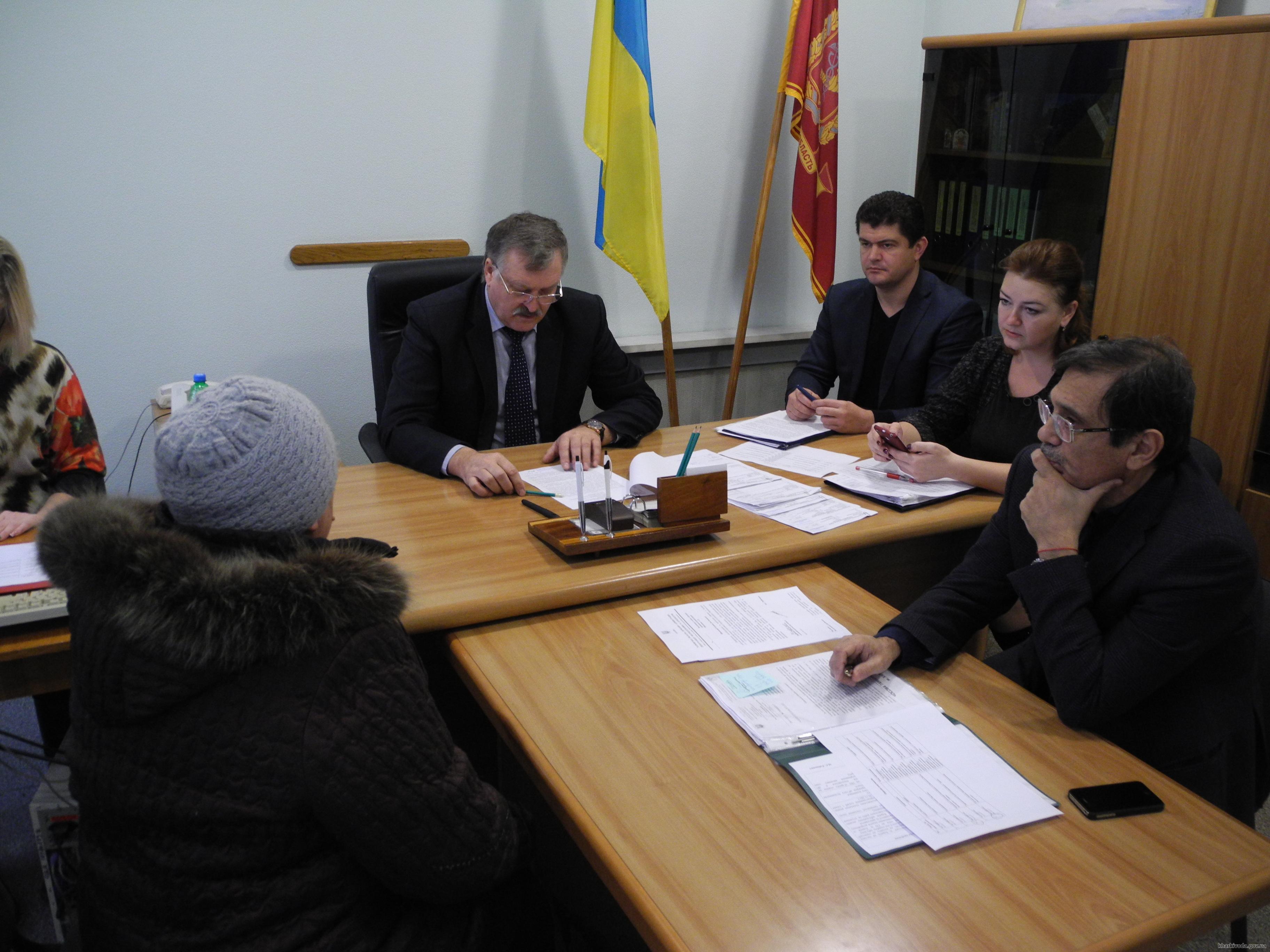 Жители Золочевского района просили Евгения Шахненко способствовать ремонту местной дороги