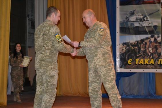 Ко Дню ВСУ поощрили лучших воинов института танковых войск НТУ «ХПИ»