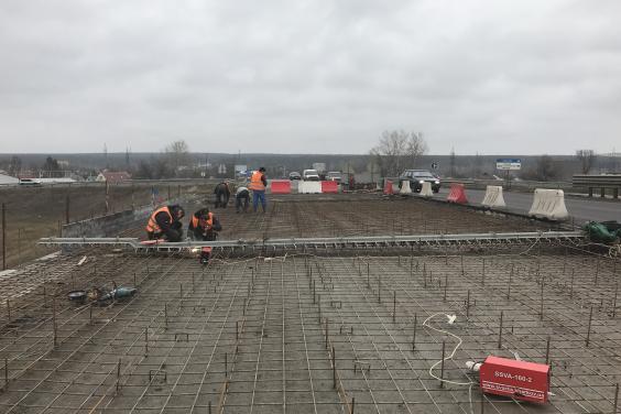 Дорожники начали ремонт второй половины Песочинского путепровода