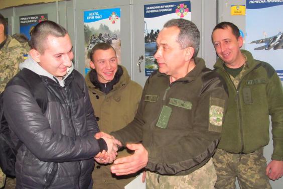 Военнообязанным и действующим воинам предлагали стать армейскими инструкторами