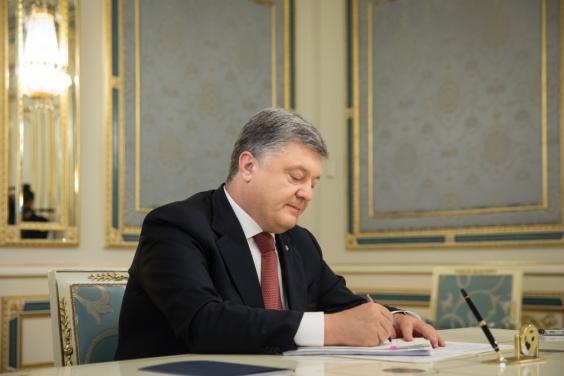 Президент подписал закон о выдаче временных разрешений на телерадиовещание в зоне АТО