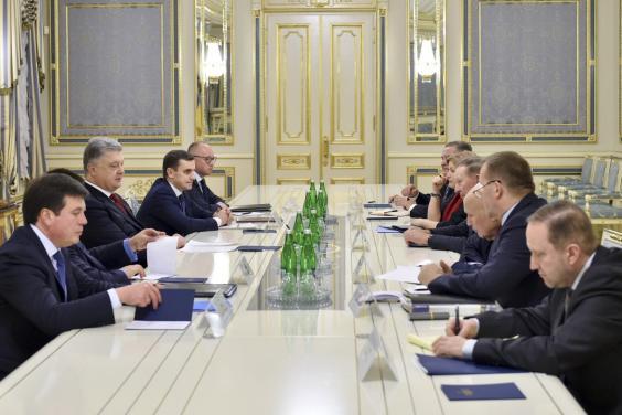 Президент провел встречу с представителями Украины в Трехсторонней контактной группе