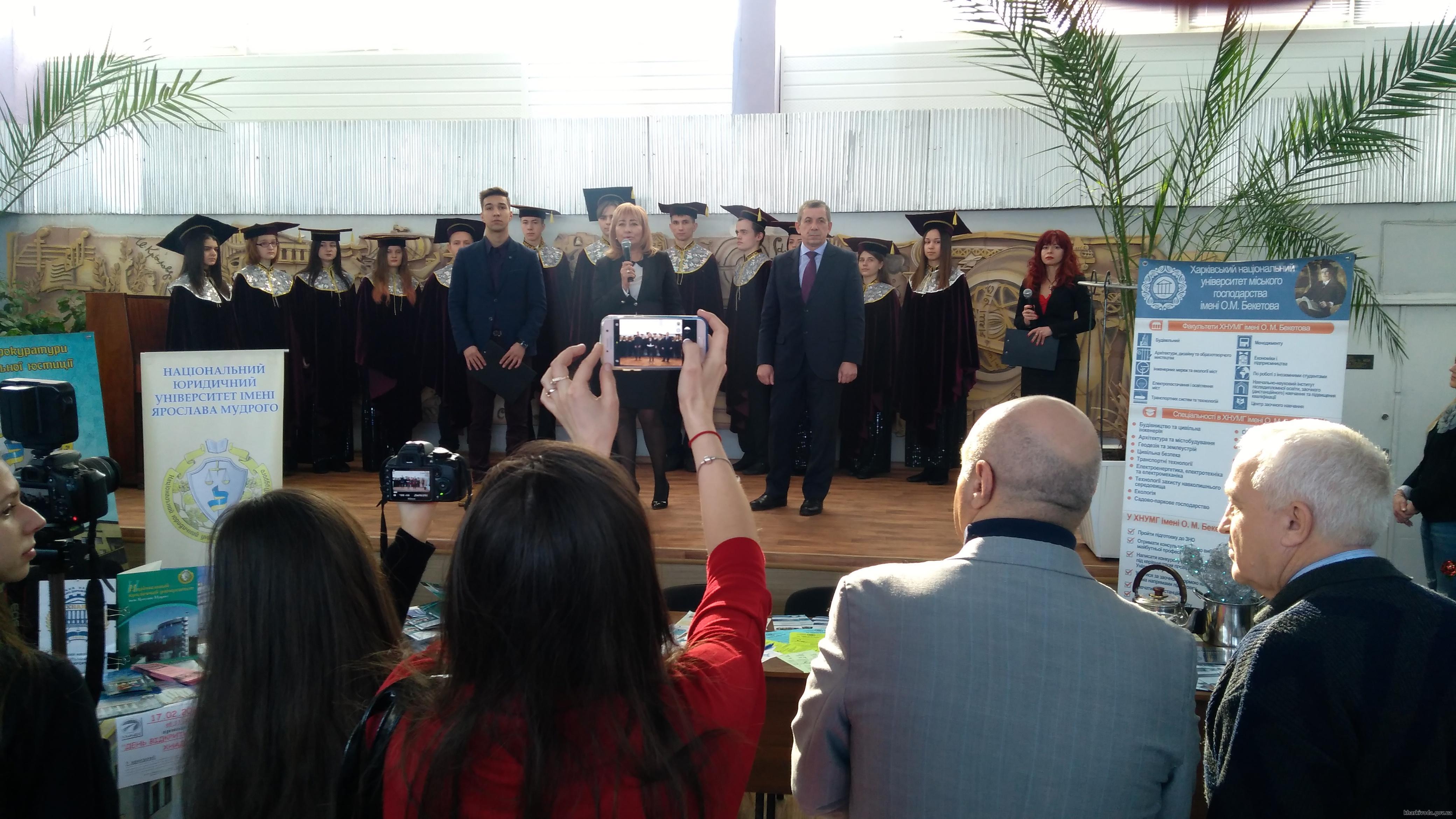 В областной библиотеке для юношества прошла «Ярмарка вузов» (ФОТО)