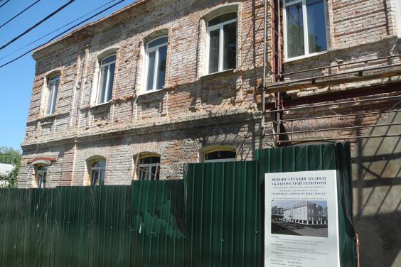 У музичній школі Золочева на 90% відремонтували кладку фасаду та замінили вікна